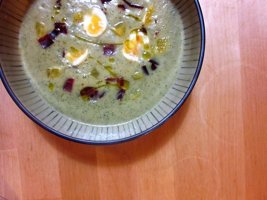 Sopa fría de calabacín con naranja y cecina