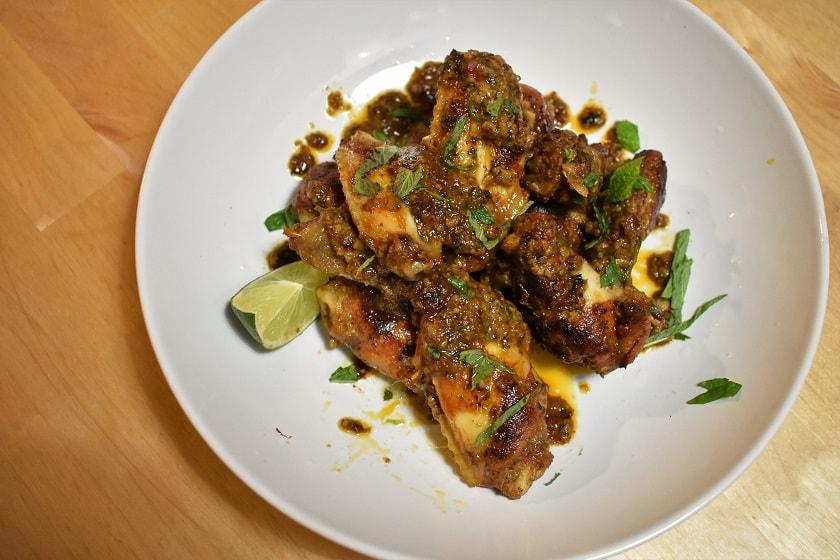 Alitas de pollo con cilantro y chile arriba