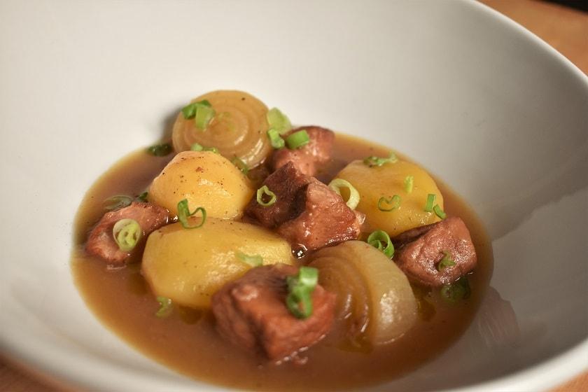 Magro de cerdo con patatas y cebolletas obsesion por la cocina