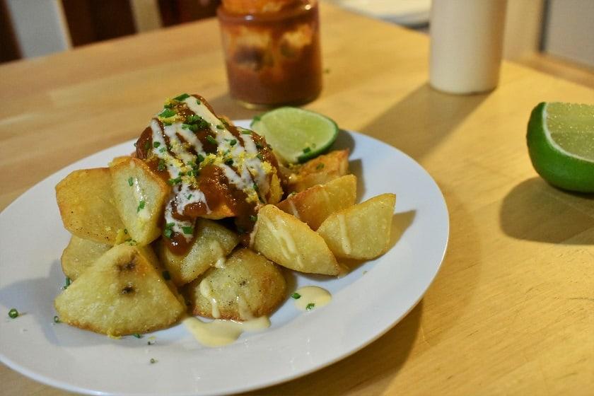 patatas bravas 2 salsas lado