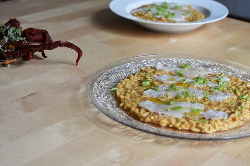 risotto milanesa con carpaccio de bacalao