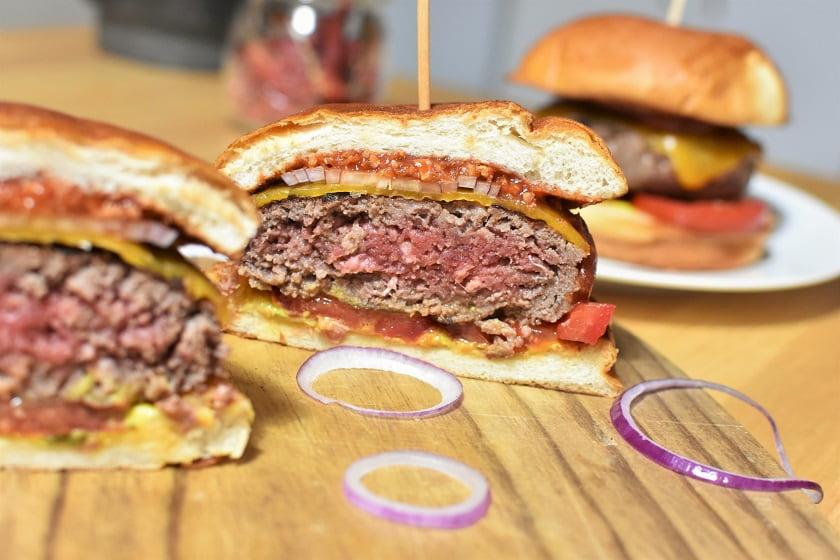 hamburguesa de ternera de la Finca en pan brioche abierta