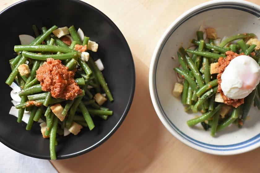 Ensalada de judías verdes y tomates secos arriba