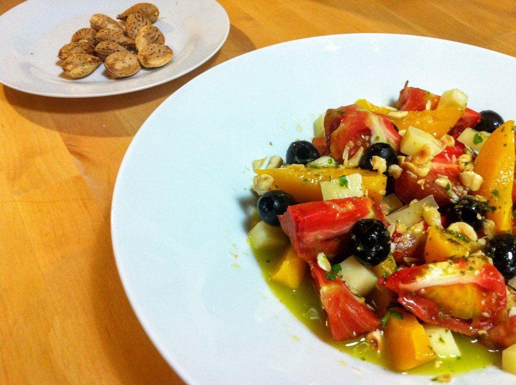 Ensalada de tomate con melocotón en almíbar