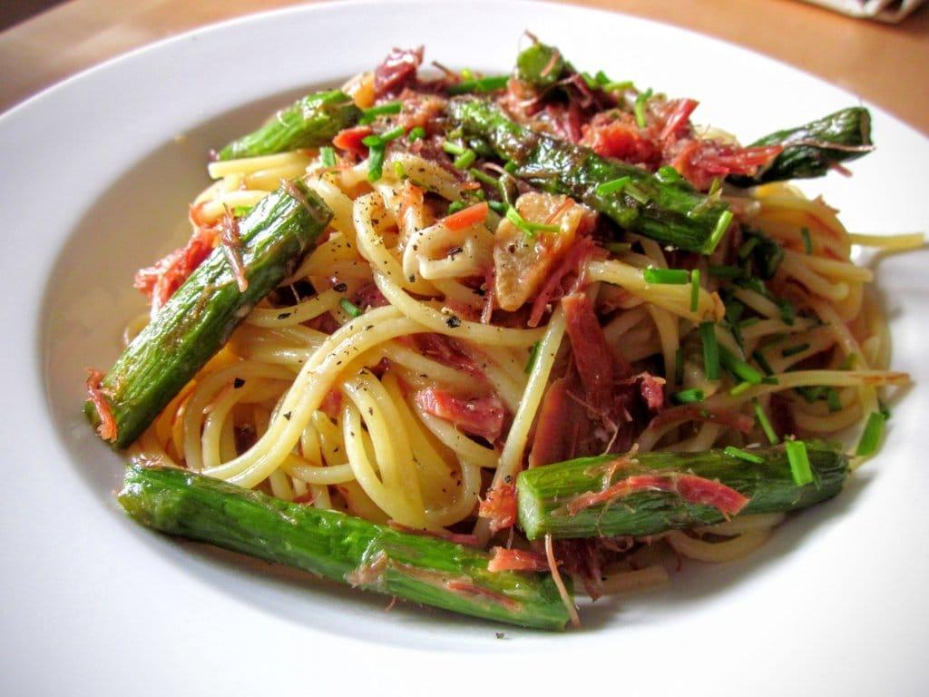 Espaguetis con ajo y trigueros