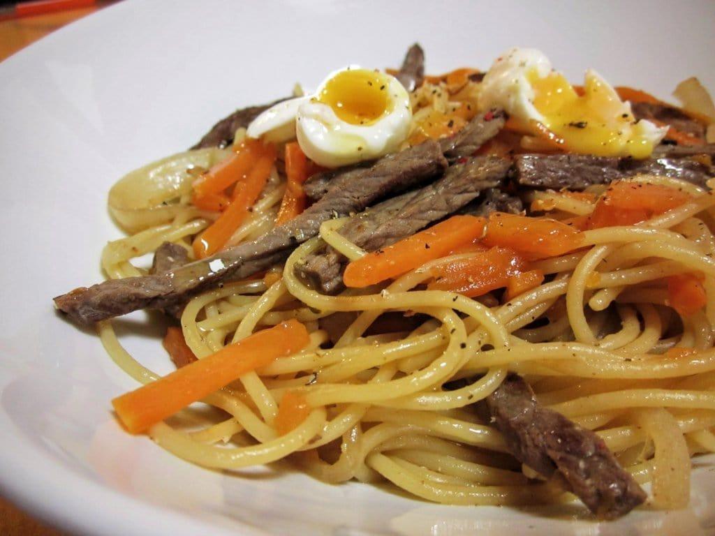 Espaguetis con ternera y calabaza cerca