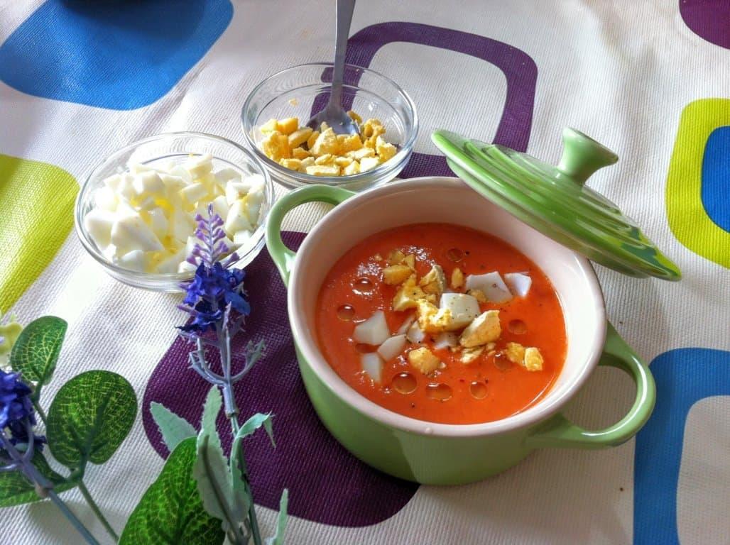 Salmorejo de tomate y nísperos
