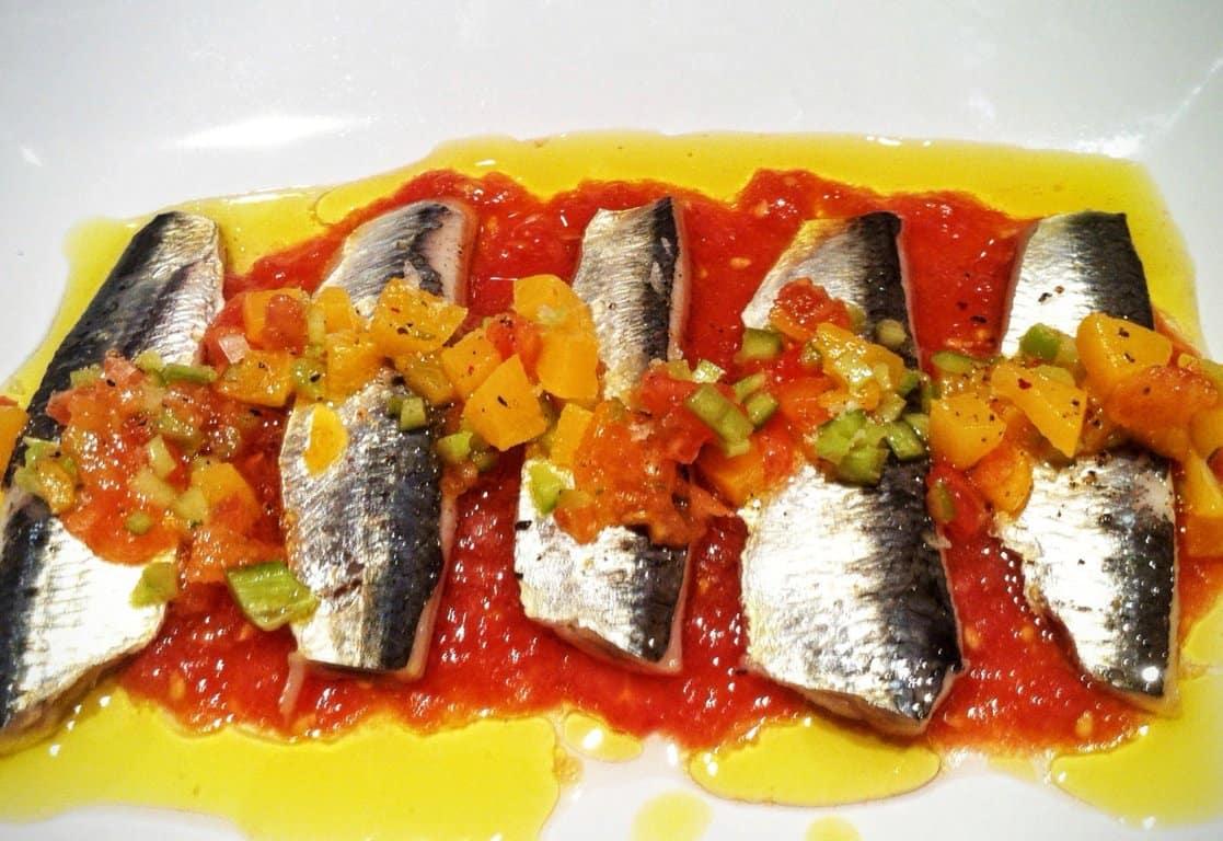 Sardinas marinadas con picada de melocotón