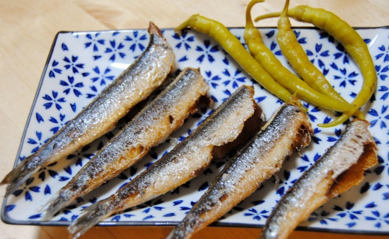 anchoas fritas con piparras